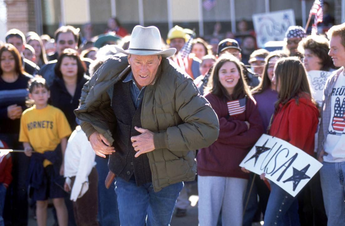 Zunächst kann Sheriff Kolb (Sam Shepard) den dubiosen Andeutungen des Fremden keinen Glauben schenken. Dann aber häufen sich die Todesfälle in seine... - Bildquelle: Nu Image
