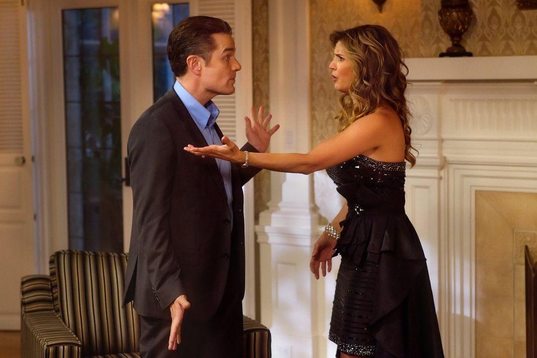 Die Beziehungsprobleme von Maggie (Charisma Carpenter, r.) und ihrem Mann Don (James Marsters, l.) führen in einem kleinen Ort zu mehreren Todesfäll... - Bildquelle: Warner Bros. Television