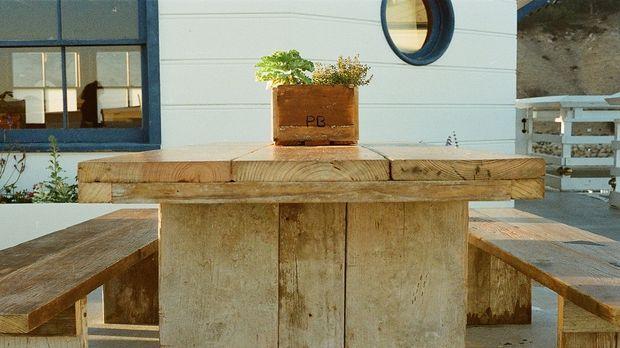 Gartentisch selber bauen aus paletten  Gartentisch selber bauen: Anleitung und Tipps - SAT.1 Ratgeber