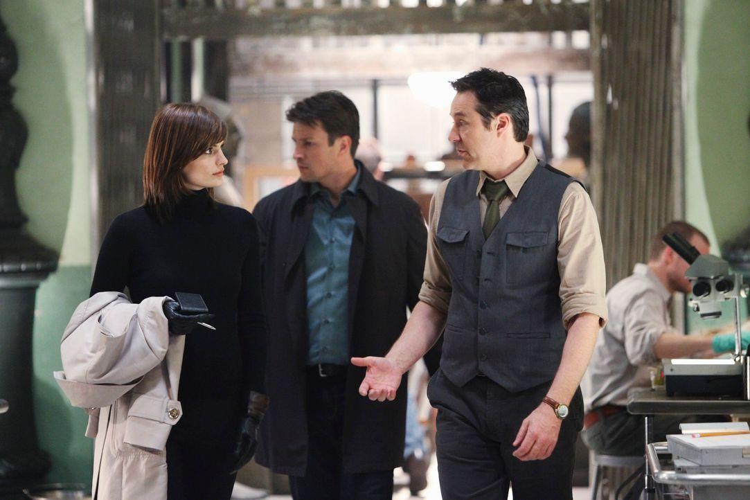Stanford Raynes (Currie Graham, r.) ist entsetzt als er von Castle (Nathan Fillion, M.) und Beckett (Stana Katic, l.) vom Tod seines Kollegen Will M... - Bildquelle: ABC Studios