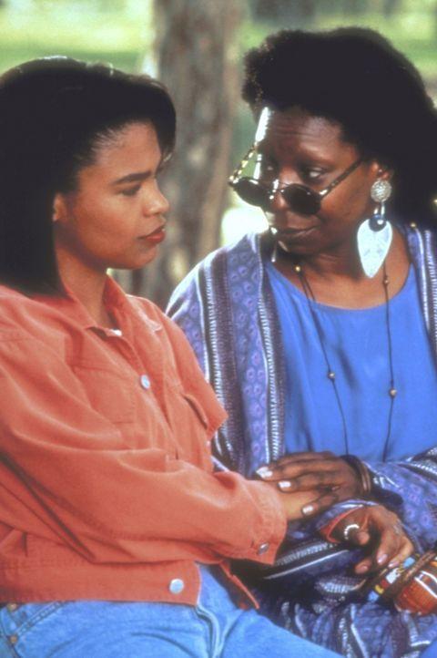 Als  Zora (Nia Long, l.) erfährt, dass sie das Produkt einen Samenbankspende ist, macht sie gegen den Willen ihrer Mutter (Whoopi Goldberg, r.) auf... - Bildquelle: Warner Bros.
