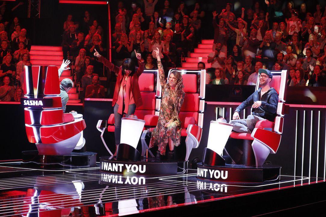 """In den """"Blind Auditions"""" präsentieren sich die jungen Sängerinnen und Sänger den Coaches (v.l.n.r.) Sasha, Nena, Larissa und Mark Forster ... - Bildquelle: Richard Hübner SAT.1"""
