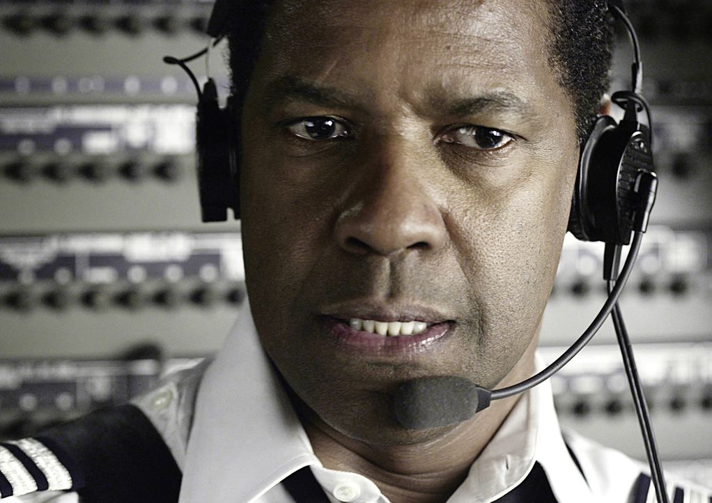 Der routinierte Pilot Whip Whitaker (Denzel Washington) befindet sich auf dem Flug von Orlando nach Atlanta. Nach dem Start herrschen starke Turbule... - Bildquelle: Robert Zuckerman 2012 PARAMOUNT PICTURES. ALL RIGHTS RESERVED.