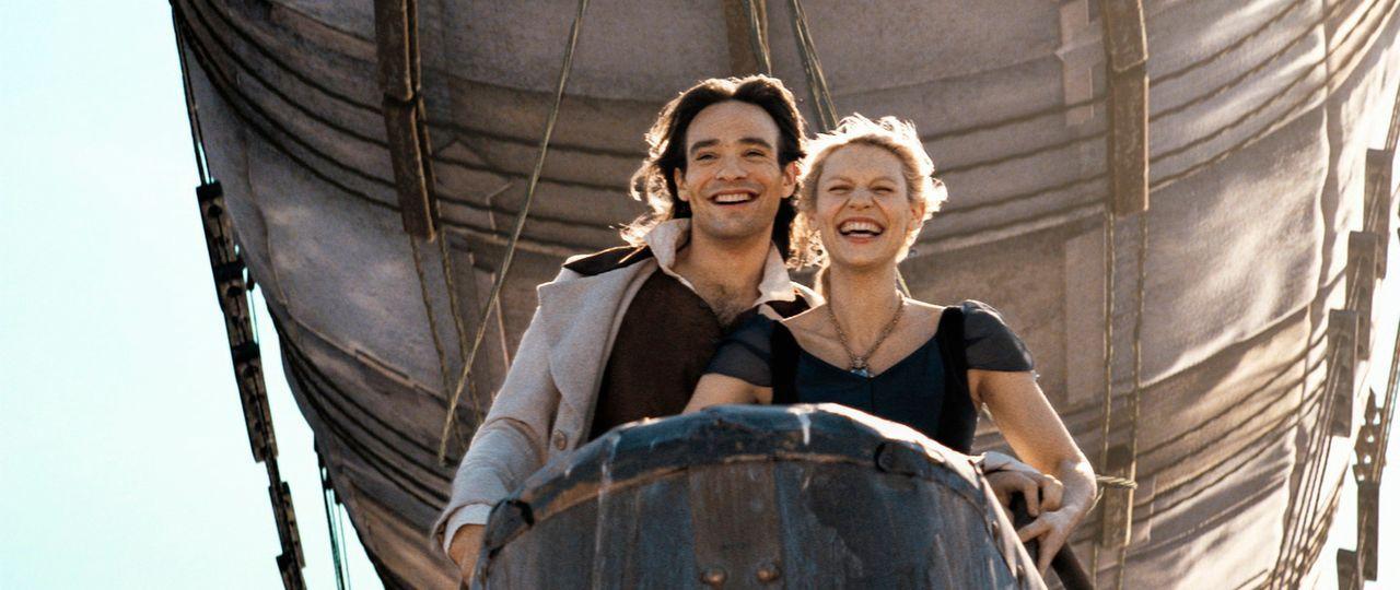 Weil Yvaine (Claire Danes, r.) und Tristan (Charlie Cox, l.) beim Benutzen der Zauberkerze beide an etwas anderes gedacht haben, landen sie auf dem... - Bildquelle: 2006 Paramount Pictures. All Rights Reserved.
