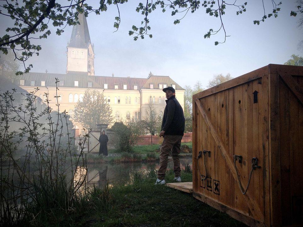 Kann Michi Beck seinen Alltagsritualen und seinen weltlichen Gütern absagen, um ein Leben im Kloster zu führen? - Bildquelle: ProSieben