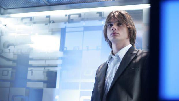 Als Austauschstudent Mikail (Trent Ford) in Smallville auftaucht, ahnt noch n...