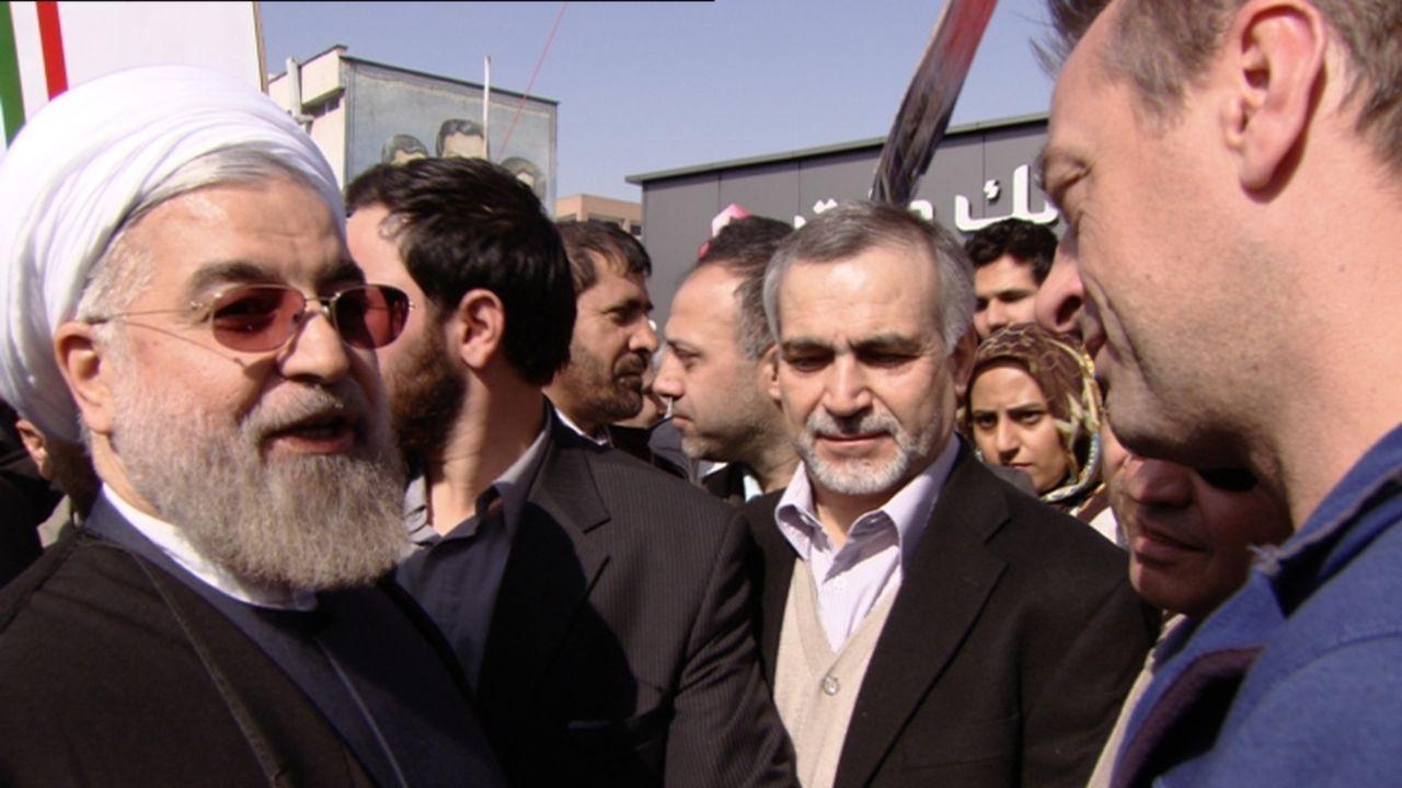 Der Iran hatte schon immer seine Differenzen mit dem Westen. Doch Präsident Hassan Rohani schlug kurz nach seiner Einsetzung versöhnliche Töne an. T... - Bildquelle: 2013 deMENSEN