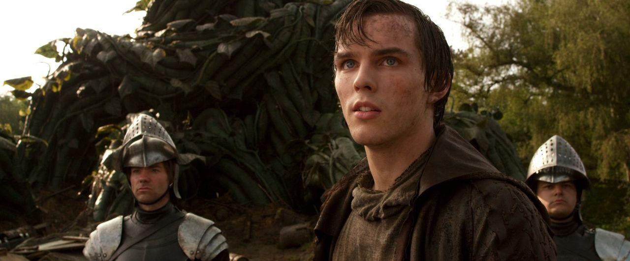 Bauernsohn Jack (Nicholas Hoult, M.) macht sich auf den Weg ins Reich der Riesen, um die gefangen genommene Prinzessin Isabelle zurückzuholen ... - Bildquelle: Warner Brothers