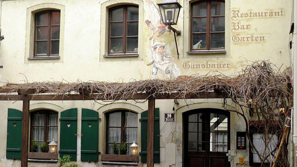 Bild_Regensburg_Folge3_Gaensbauer_aussen