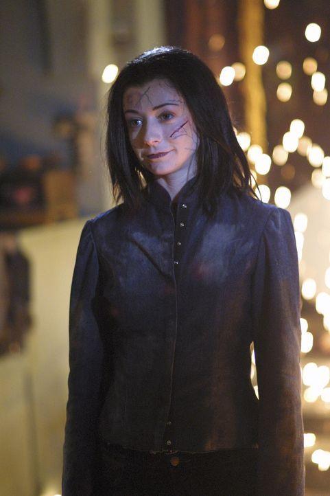 Willow (Alyson Hannigan) bezwingt ihren Gegner Giles, indem sie seine gesamte Zauberkraft aufnimmt. Das hat den Effekt, dass Williow den Schmerz und... - Bildquelle: TM +   Twentieth Century Fox Film Corporation. All Rights Reserved.