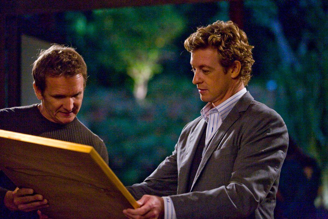 Kann Patrick Jane (Simon Baker, r.) den Kunstdieb AP Caid (Gerald Hauser, l.) überführen? - Bildquelle: Warner Bros. Television