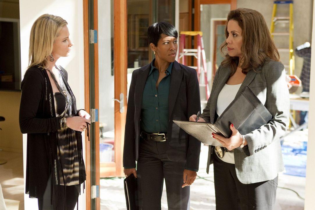 Der Freund von Amber (Kimberly Trew, l.) ist spurlos verschwunden. Können Detective Lydia Adams (Regina King, M.) und Detective Josie Ochoa (Jenny...