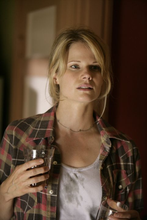 Mit ihrem gewalttätigen Ehemann hat Ava Crowder (Joelle Carter) kurzen Prozess gemacht ... - Bildquelle: 2010 Sony Pictures Television Inc. and Bluebush Productions, LLC. All Rights Reserved.