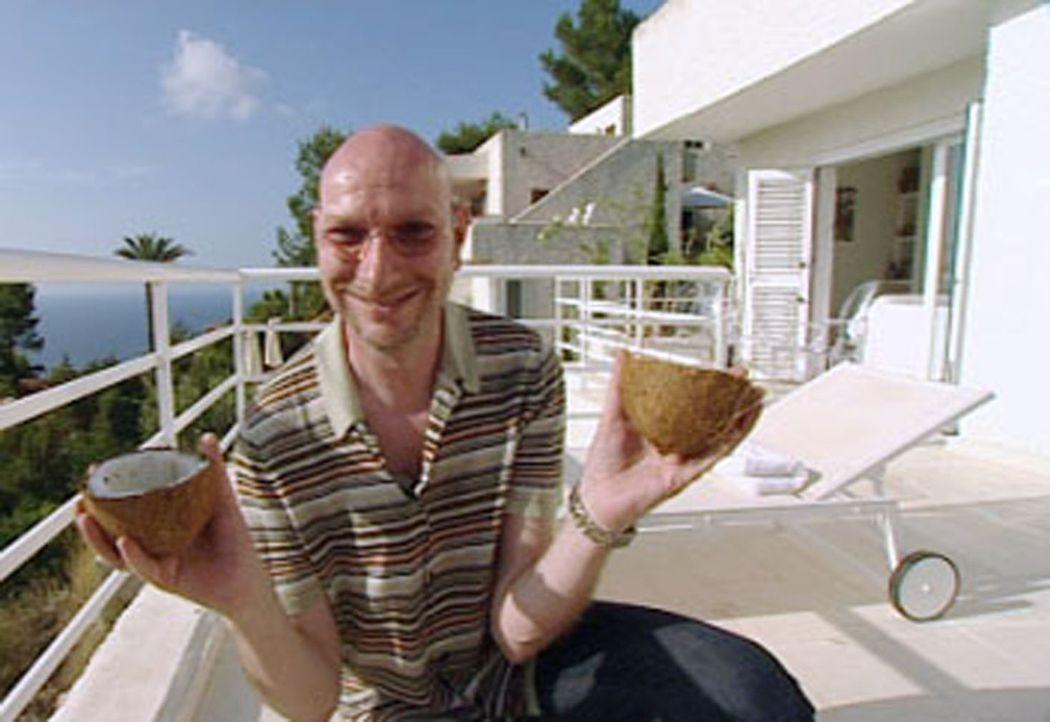 Comedian Ralph Morgenstern zaubert einen Fantasie-Cocktail! - Bildquelle: Sat.1