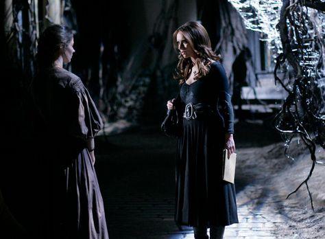 Ghost Whisperer - Die Seele der jungen Tessa (Amy Acker, l.) ist in einer alt...