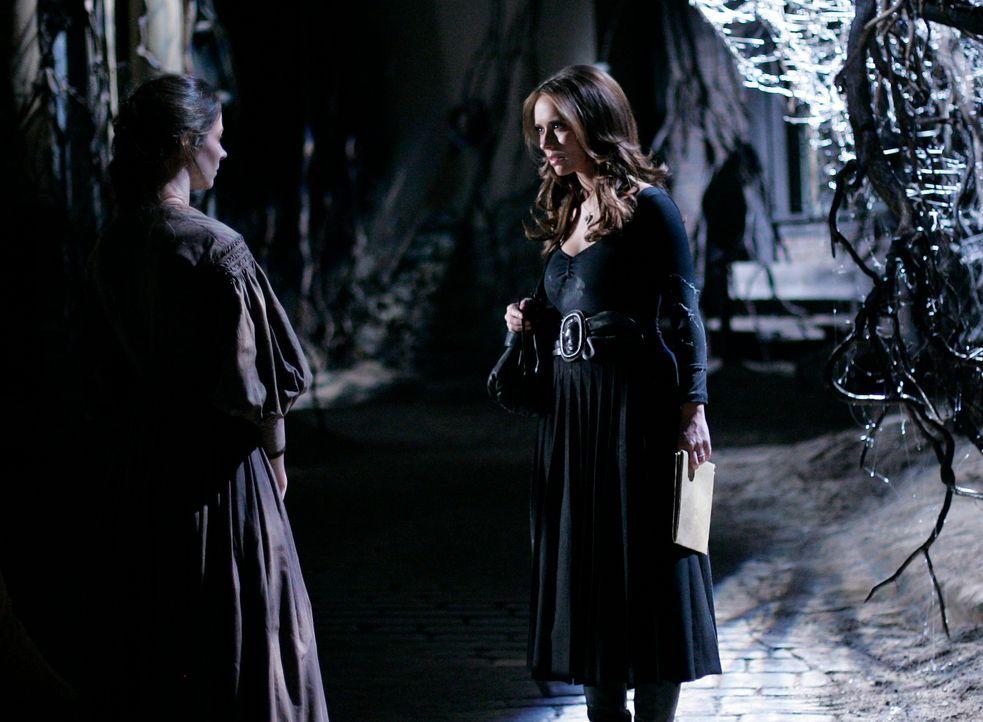 Die Seele der jungen Tessa (Amy Acker, l.) ist in einer alten, verborgenen Stadt unterhalb von Grandview gefangen. Kann Melinda (Jennifer Love Hewit... - Bildquelle: ABC Studios
