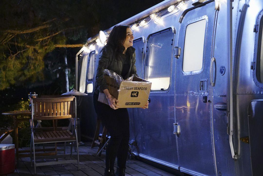 Voller Vorfreude auf ihr Date mit Owen: Amelia (Caterina Scorsone) ... - Bildquelle: Richard Cartwright ABC Studios