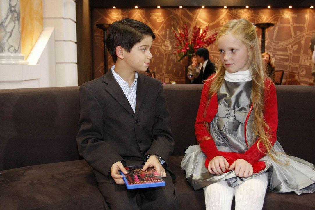 Hat ihre Freundschaft eine Chance? Charlotte von Schaumberg (Paula Thimm, r.) und Daniel (Alexander Türk, l.) ... - Bildquelle: SAT.1