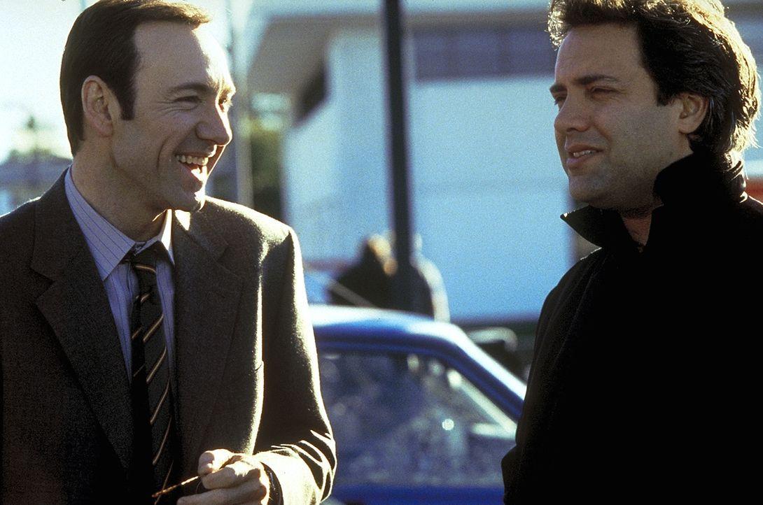 Regisseur Sam Mendes (r.) und sein Hauptdarsteller Kevin Spacey (l.) - Bildquelle: Lorey Sebastian TM+  1999 DreamWorks LLC. All Rights Reserved.