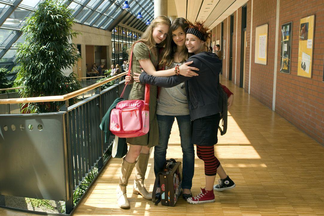 Teenager sein ist nicht leicht - auch nicht für die drei Freundinnen Mila (Emilia Schüle, M.), Hannah (Selina Shirin Müller, r.) und Kati (Henriette... - Bildquelle: Constantin Film