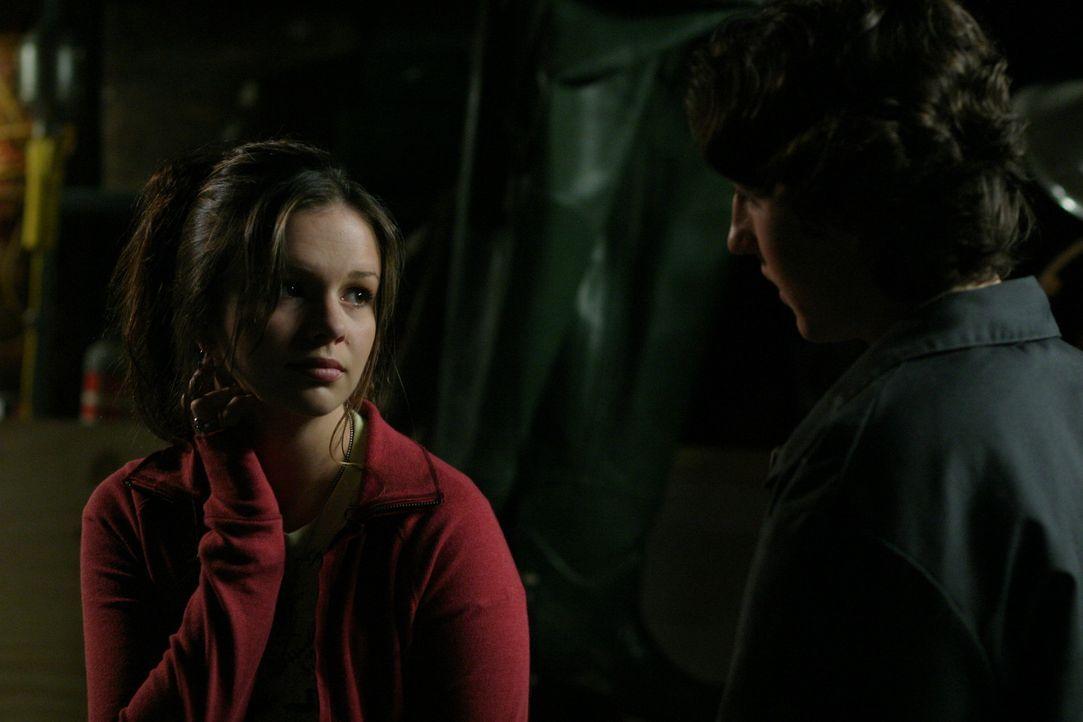 Noch ahnt Joan (Amber Tamblyn) nicht, was sie mit dem Bau des Bootes eigentlich bezweckt ... - Bildquelle: Sony Pictures Television
