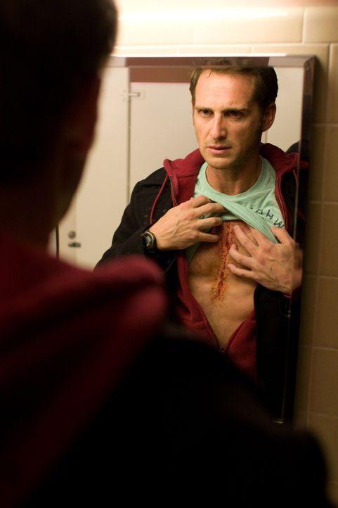 Der alleinerziehende Vater Terry (Josh Lucas) braucht ein neues Herz, und das ziemlich schnell. Das Wunder geschieht. Terry erhält ein Spenderherz...