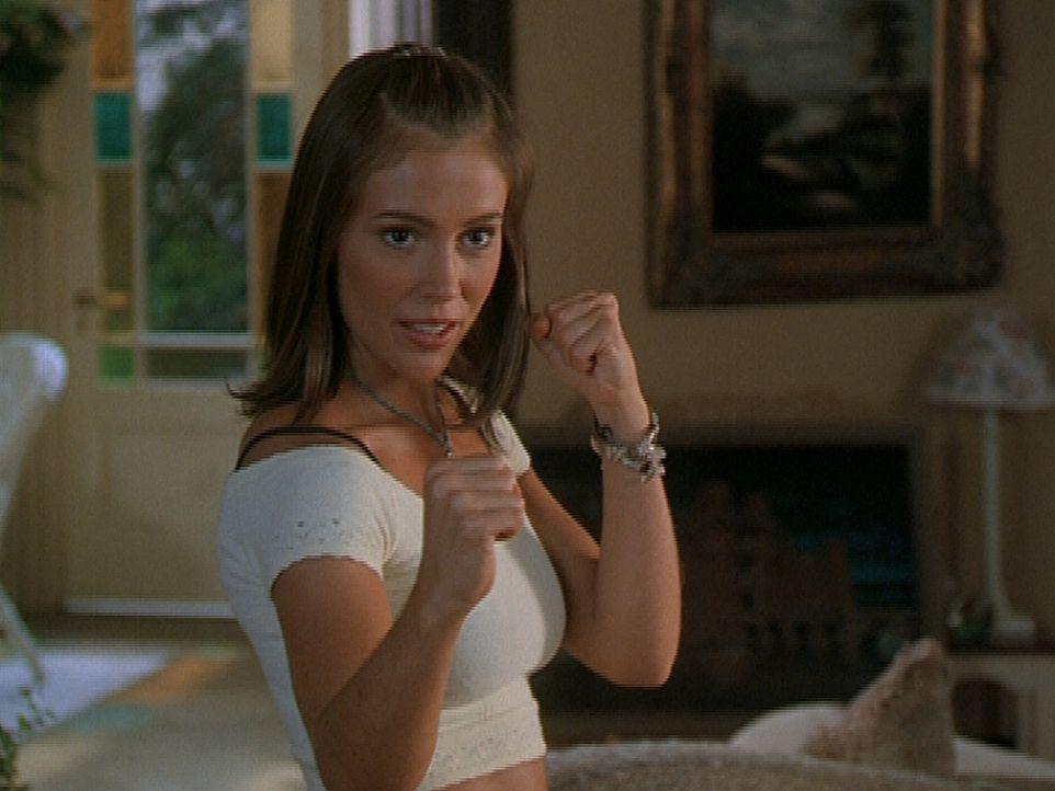 Phoebe (Alyssa Milano) setzt sich mit ihren Take-Wan-Do-Künsten gegen einen Dämon zur Wehr ... - Bildquelle: Paramount Pictures