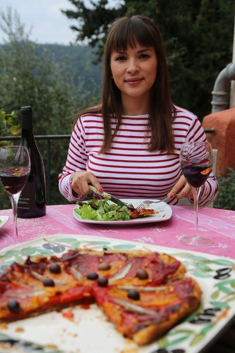 Die wahre französische Inspiration findet Rachel auf einem Olivenhain ihrer Freundin ... - Bildquelle: Richard Hill BBC 2014