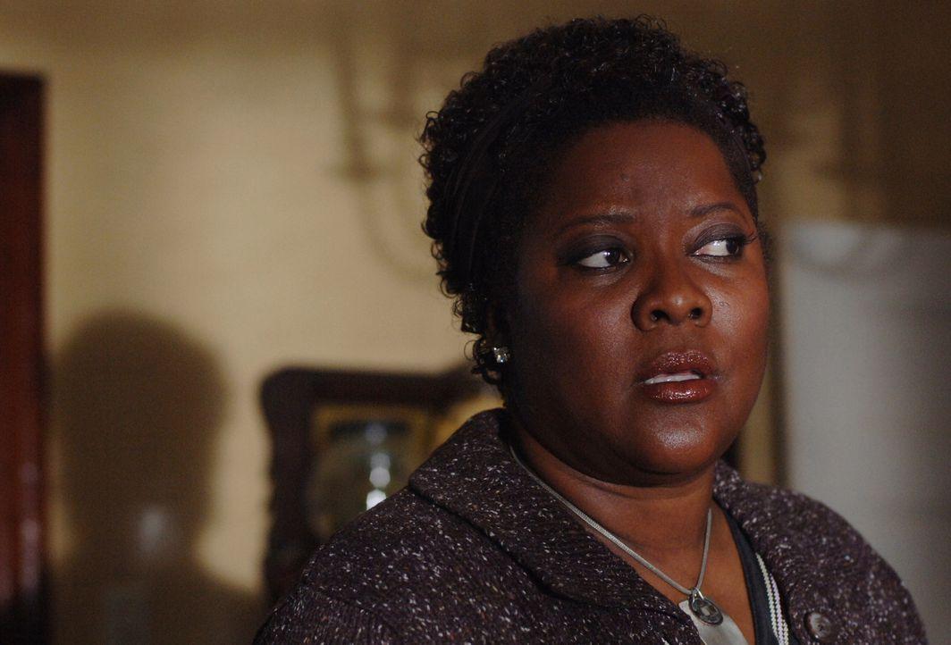Nachdem Missouri Mosley (Loretta Devine), Sam und Dean, die Geister aus ihrem alten Haus vertrieben haben, bekommt Missouri überraschenden Besuch ... - Bildquelle: Warner Bros. Television