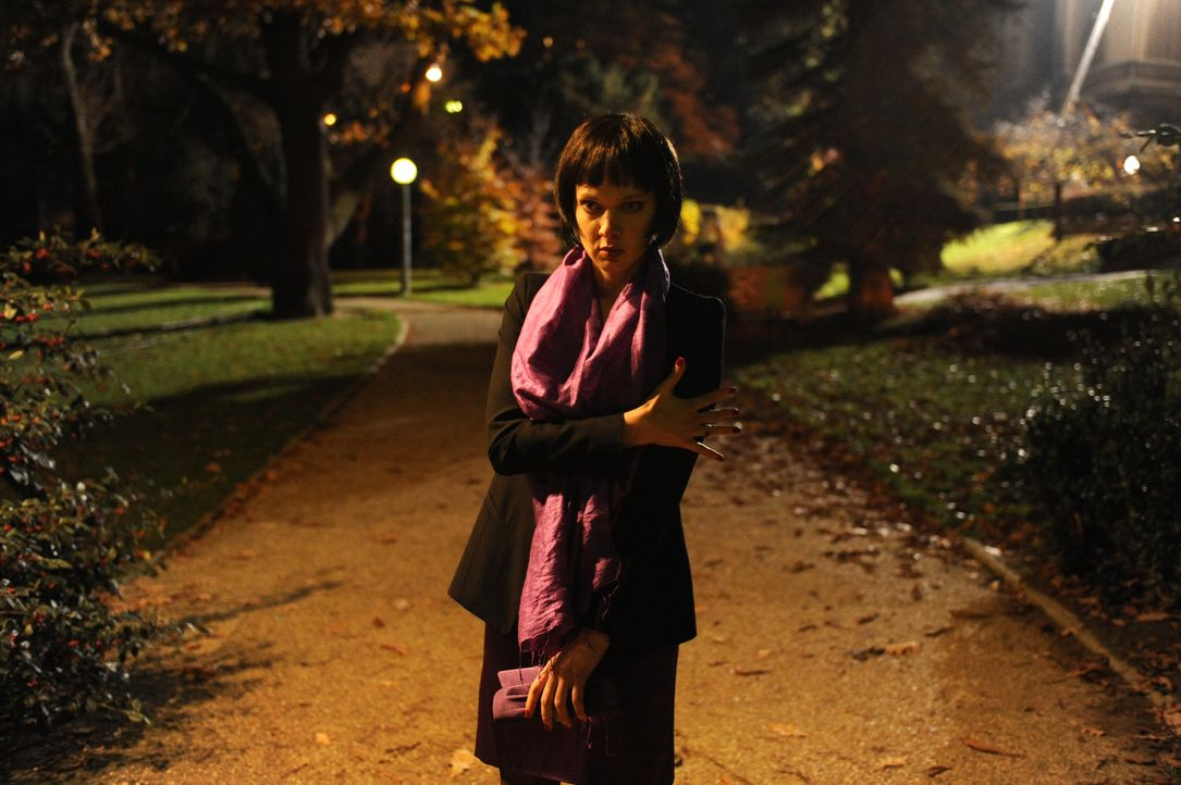 Wird ihr ungeplanter Undercover-Einsatz Chloé (Odile Vuillemin) das Leben kosten? - Bildquelle: 2008 - Beaubourg Audiovisuel/BeFilms/RTBF (Télévision Belge)