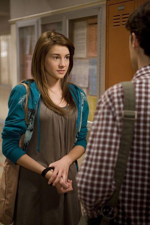 Amy (Shailene Woodley, l.) fällt es sichtlich schwer mit Ben (Kenny Baumann, r.) über ihren Ausrutscher mit dem Schlagzeuger zu sprechen... - Bildquelle: ABC Family