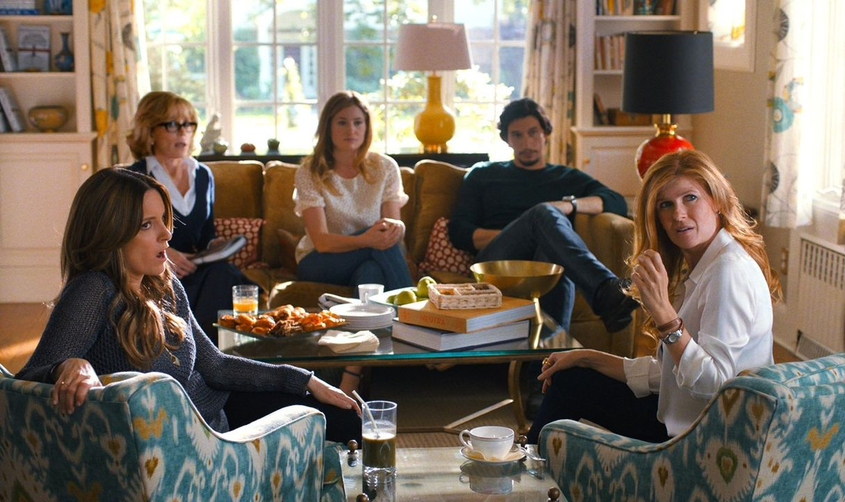 Nachdem Tot ihres Ehemans und Vaters kommt es bei den Altmans (v.l.n.r. Tina Fey, Jane Fonda, Kathryn Hahn, Adam Driver, Tina Fey) zu Streitigkeiten... - Bildquelle: 2014 Warner Brothers
