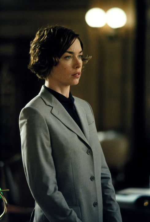 Als gute Anwältin ist Jenny (Julianne Nicholson) sehr gefragt, auch ein Kollege braucht ihre Hilfe ... - Bildquelle: 2001 Twentieth Century Fox Film Corporation. All rights reserved.