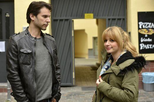 Mila - Nick (Florian Odendahl, l.) gehen Ingrids Worte nicht aus dem Kopf. Ha...
