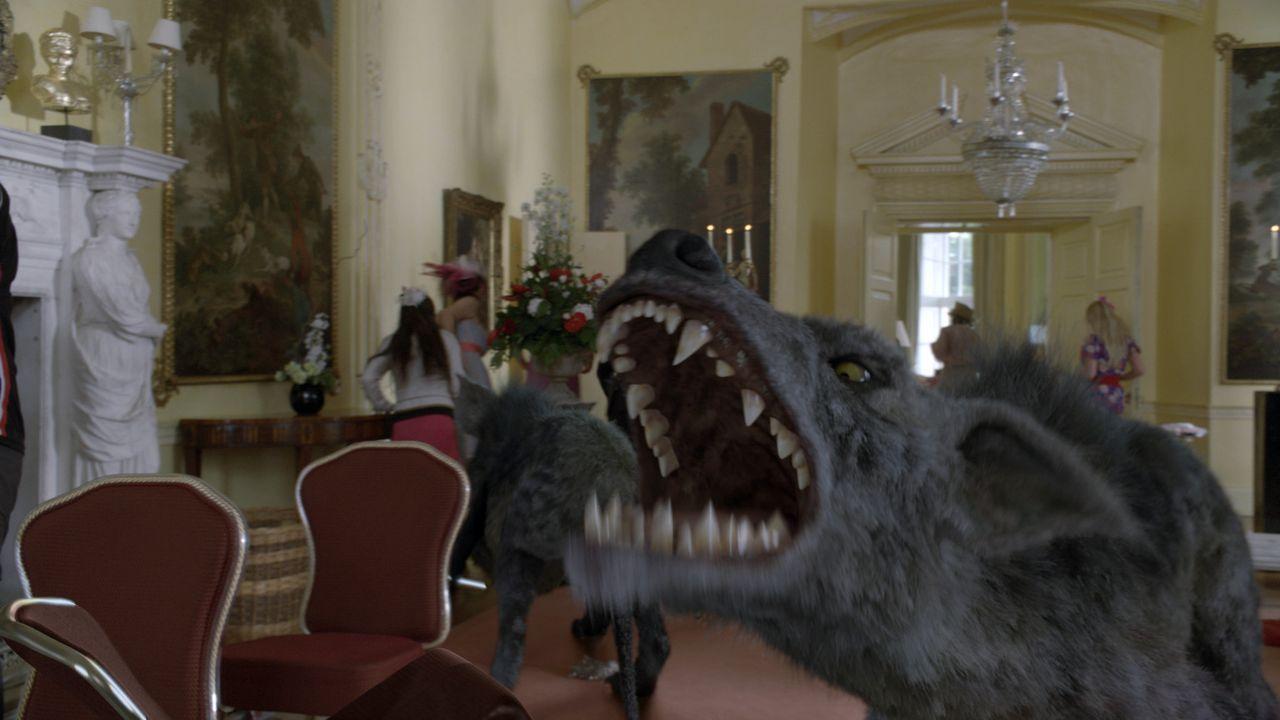Auf einem herrschaftlichen Anwesen, sorgen mehrere Hyaenodons für große Unruhe. Das Team ist nun gefragt, die Kreaturen wieder in die Urzeit zurü... - Bildquelle: ITV Plc