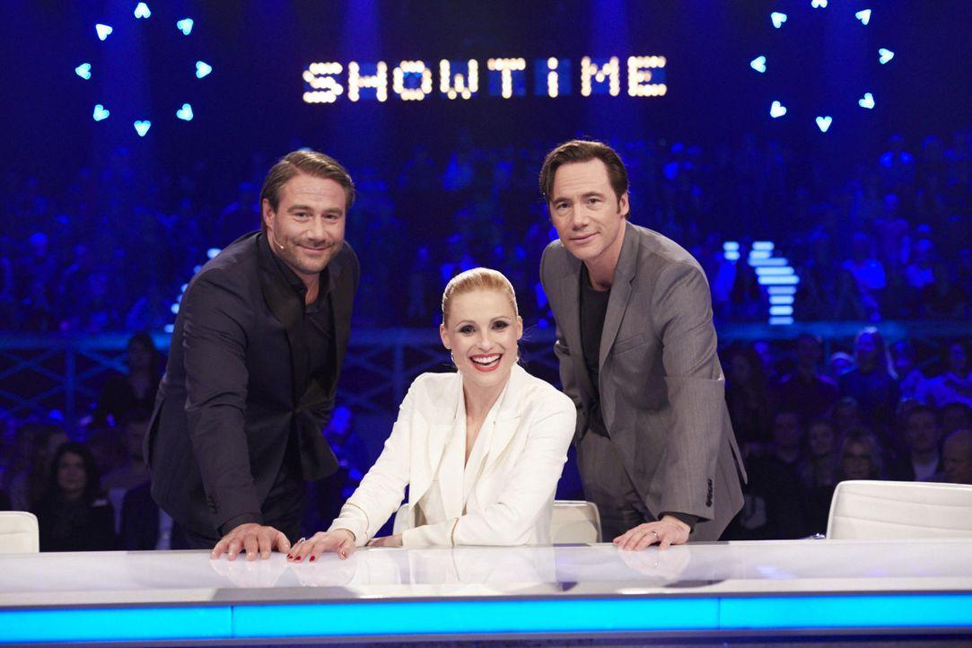 """""""It's Showtime"""": Michelle Hunziker (M.), Michael Bully Herbig (r.) und Sasha (l.) suchen die Besten der Besten ... - Bildquelle: Stefan Hobmaier SAT.1"""