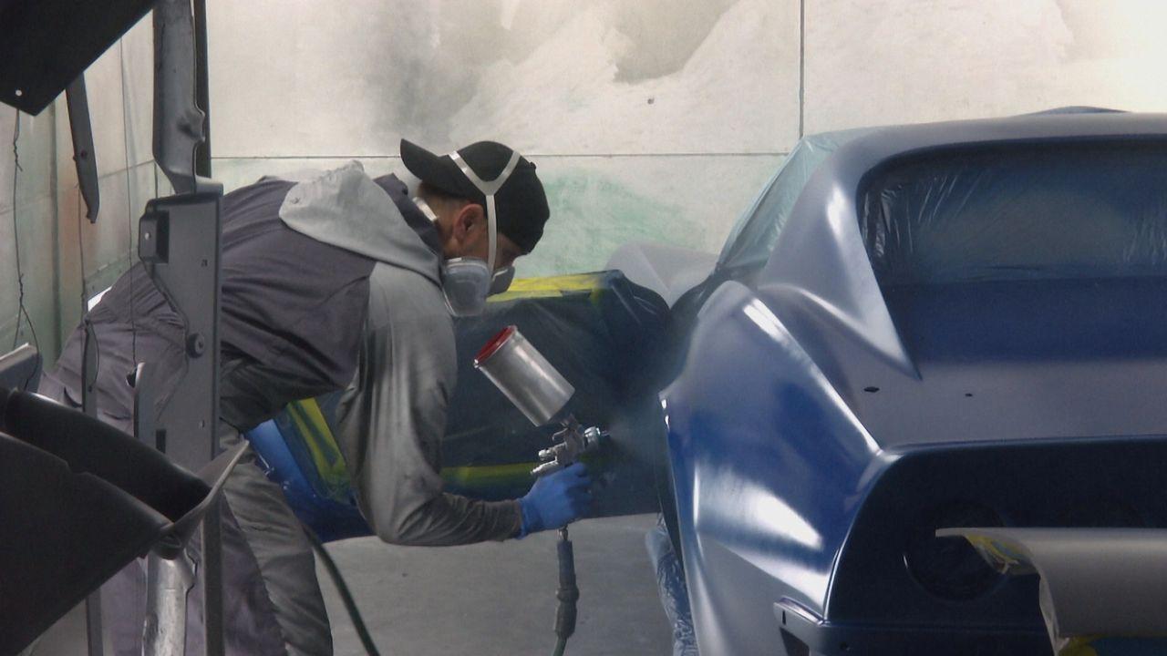 Erstrahlt bald im neuen Glanz: Alan verpasst der 1970er Chevelle eine neue Lackierung, um die Vandalismus-Spuren der Vergangenheit zu beseitigen ... - Bildquelle: New Dominion Pictures LLC