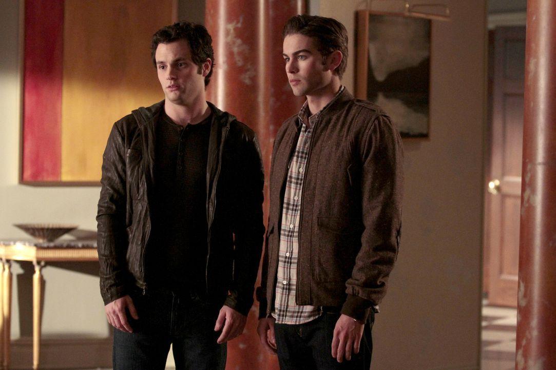 Nate (Chace Crawford, r.) und Dan (Penn Badgley, l.) wollen beweisen, dass Rufus unschuldig ist ... - Bildquelle: Warner Bros. Television