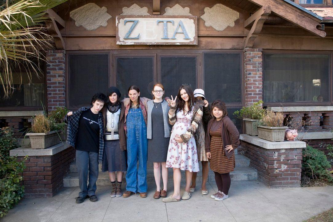 Nach ihrem Rausschmiss aus der Playboymansion, landet Bunny Shelley im Verbindunghaus der Zeta-Alpha-Zeta-Schwestern (v.l.n.r.:): Kat Dennings, Rume... - Bildquelle: 2007 Columbia Pictures Industries, Inc.  All Rights Reserved.