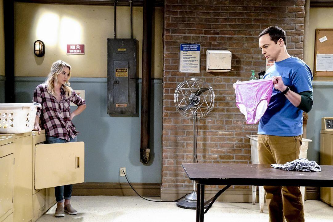 Während Penny (Kaley Cuoco, l.) ein Treffen mit Bill Gates hat, macht Sheldon (Jim Parsons, r.) das Phänomen Aprilscherz zu schaffen ... - Bildquelle: Warner Bros. Television