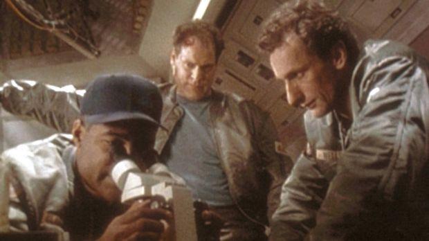 Die drei Astronauten Pete Claridge (Michael Dorn, l.), Ed Barkley (Jay O. San...