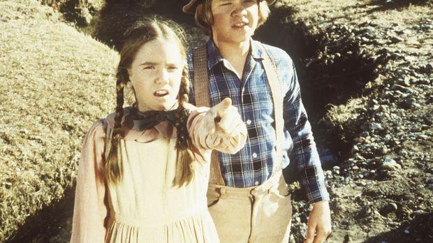 Laura (Melissa Gilbert, l.) und Carl (Brian Part, r.) entdecken eine verlasse...