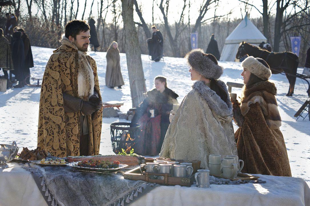 Als Condé (Sean Teale, l.) auf Marys (Adelaide Kane, 2.v.r.) Wunsch hin Lola bezirzt, wird die Königin von Schottland und Frankreich etwas eifersüch... - Bildquelle: Sven Frenzel 2014 The CW Network, LLC. All rights reserved.