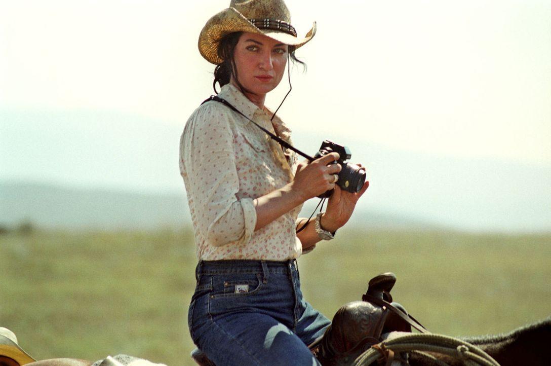Die ambitionierte Fotojournalistin Katharina Fahlke (Natalia Wörner) erhält den Auftrag, eine Story über das Leben der Cowboys zu fotografieren.... - Bildquelle: Sat.1