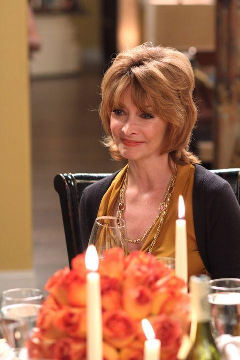 Es ist nicht genug, dass Sylvia (Sharon Lawrence) Thanksgiving bei Nathan und Haley verbringen will, sie lädt auch noch eine weitere Person mit ein... - Bildquelle: Warner Bros. Pictures