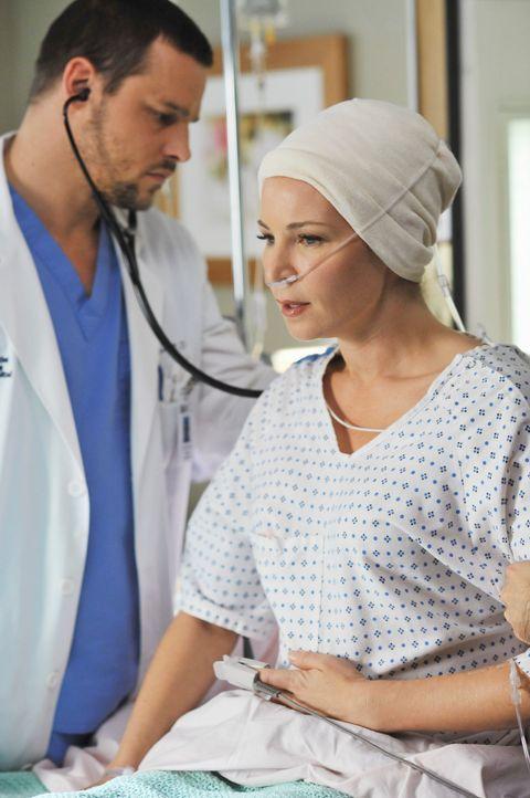 Alex (Justin Chambers, l.) kümmert sich um Jen (Jennifer Westfeldt, r.), die bei der Entfernung ihres Gehirnaneurysmas sehr viel Blut verloren hat .... - Bildquelle: ABC Studios