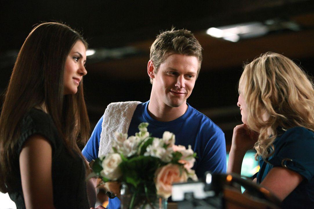 Matt (Zach Roerig, M.) und Caroline (Candice Accola, r.) sind glücklich - doch Matts Mutter wäre Elena (Nina Dobrev, l.) als zukünftige Schwiegertoc... - Bildquelle: Warner Bros. Television