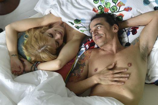 Mila - Schweben im Siebten Himmel: Mila (Susan Sideropoulos, l.) und Diego (D...