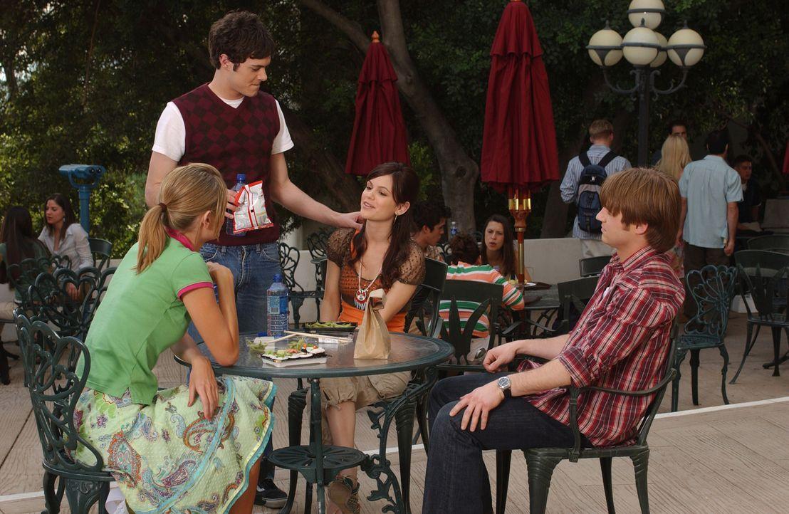 Da Summer (Rachel Bilson, 2.v.r.) und Seth (Adam Brody, 2.v.l.) wieder zusammen sind, hofft er, dass auch Ryan (Benjamin McKenzie, r.) und Marissa (... - Bildquelle: Warner Bros. Television