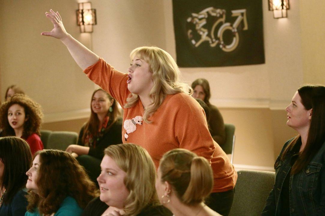 Kimmie (Rebel Wilson) besucht Jane Spencers Love-Seminar und macht einige spannende Erkenntnisse in Sachen Liebesleben. Wird sie endlich ihr erstes... - Bildquelle: Warner Brothers